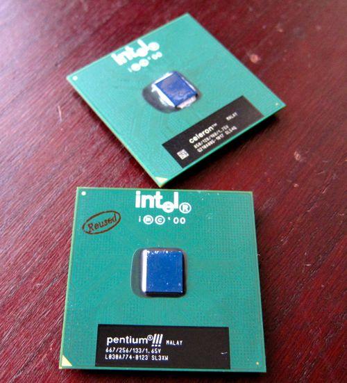 Socket370_PentiumIII_FCPGA_3.jpg